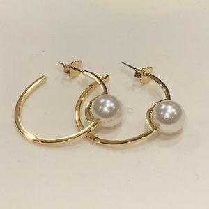 Exquisite! Culture Freshwater Pearl Hoop Earrings